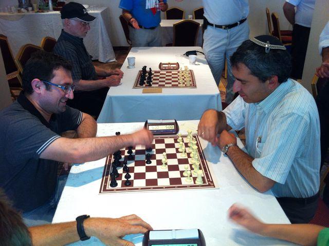 מסר אחד יחסי ציבור המחוזיאדה - פיני קבסה אלקין במשחק שחמט
